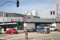 SAO PAULO, SP, 11 MARÇO 2013 - SEMAFOROS APAGADOS.  Semaforos da Av Luiz Inacio de A. Melo no cruzamento com AV. Paesde Barros na V. Prudente estao apagados depois da forte chuva do ultimo sabado (09).FOTO ALE VIANNA - BRAZIL PHOTO PRESS.