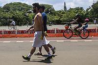 SAO PAULO, SP, 26.01.2014 - CLIMA TEMPO / PARQUE DO IBIRAPUERA - Paulistanos aproveitam domingo de forte calor no Parque do Ibirapuera na regiao sul da cidade de Sao Paulo, neste domingo 26. (Foto: William Volcov / Brazil Photo Press).