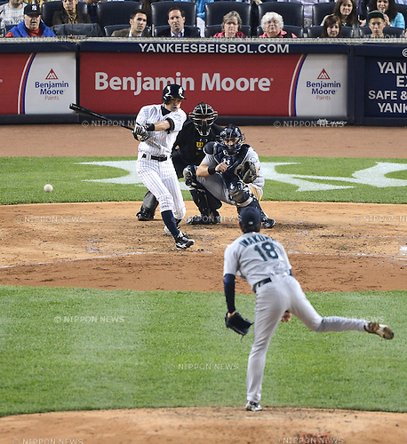 Ichiro Suzuki (Yankees), Hisashi Iwakuma (Mariners),.MAY 15, 2013 - MLB :.Hisashi Iwakuma of the Seattle Mariners gets Ichiro Suzuki of the New York Yankees to ground out to second in the fourth inning during the baseball game at Yankee Stadium in The Bronx, New York, United States. (Photo by AFLO)