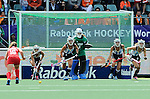 The Hague, Netherlands, June 14: Players of Argentina rush out of the goal during a penalty corner during the field hockey bronze medal match (Women) between USA and Argentina on June 14, 2014 during the World Cup 2014 at Kyocera Stadium in The Hague, Netherlands. Final score 2-1 (2-1)  (Photo by Dirk Markgraf / www.265-images.com) *** Local caption ***
