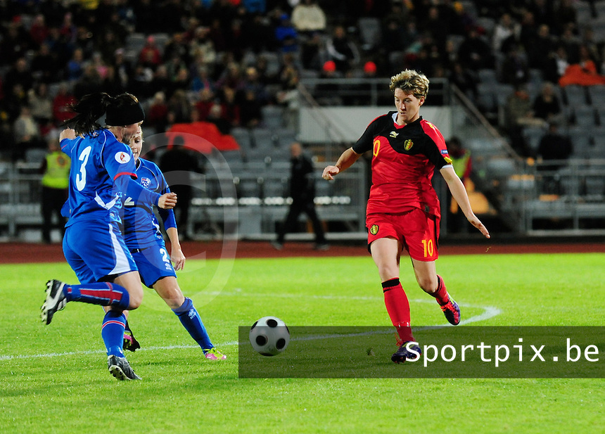 Iceland : UEFA Women's Euro Qualifying group stage (Group 3) - 21/09/2011 - 21:30CET (19:30 local time) - Laugardalsvöllur - Reykjavik : ICELAND (ijsland) - BELGIUM ( Belgie) : Aline Zeler in duel met Olina Vidarsdottir.foto DAVID CATRY / Vrouwenteam.be