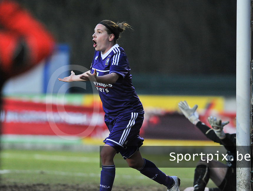 Waasland Beveren Sinaai Girls - RSC Anderlecht : Anne Puttemans.foto DAVID CATRY / Nikonpro.be