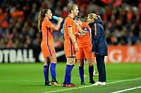 GRONINGEN -  Voetbal, Nederland - Noorwegen, Noordlease stadion, WK kwalificatie vrouwen, 24-10-2017,    Nederland trainer Sarina Wiegman geeft instructies