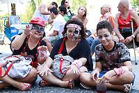 RIO DE JANEIRO, RJ, 02.11.2014 – ZUMBIE WALK EM COPACABANA, ZUMBIE WALK, Passeata Zumbie Walk na praia de Copacabana,   zona sul do Rio de Janeiro, neste domingo, 02 (foto: Márcio Cassol/Brazil Photo Press)