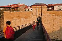 Europe/Espagne/Pays Basque/Guipuscoa/Fontarrabie: Remparts, et porte d'accès  à la place forte.