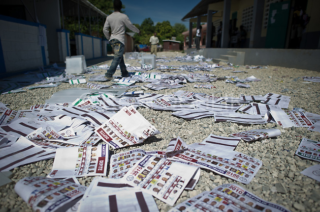 "© Remi OCHLIK/IP3 - Port au Prince on 2010 november 28 - PORT-AU-PRINCE Haiti's elections ended in confusion on Sunday as 12 of the 18 presidential candidates denounced ""massive fraud"" and called for cancellation of the results as street protests erupted over voting irregularities. In Tabar district, a group of unidentified man had destroy all the ballot box, preventing people from voting"