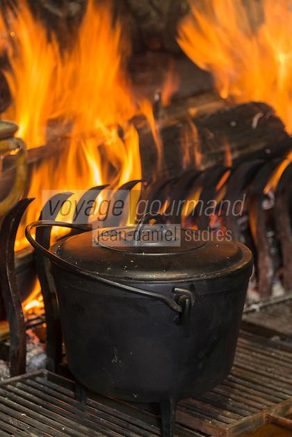 France, Haute-Savoie (74),Massif des Aravis, Manigod: Restaurant:  La Maison des Bois de Marc Veyrat au col de la Croix Fry  -  Cuisson de la soupe de pois cassés raviolis de lard fumé aux arômes de beaufortin recette de Marc Veyrat // France, Haute Savoie, Massif des Aravis, Manigod: Marc Veyrat, Restaurant: La Maison des Bois, Col de la Croix Fry, reciepe by Marc Veyrat - split pea soup with smoked bacon dumplings