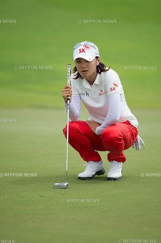 Na Yeon Choi (KOR),.MARCH 3, 2013 - Golf :.Na Yeon Choi of South Korea lines up during the final round of the the HSBC Women's Champions golf tournament at Sentosa Golf Club in Singapore. (Photo by Haruhiko Otsuka/AFLO)