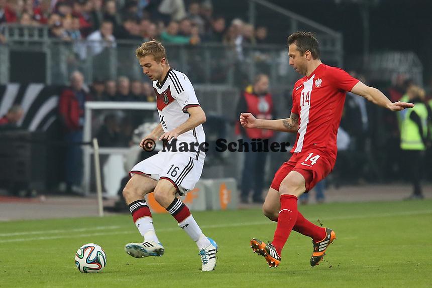 Christoph Kramer (D) gegen Jakub Wawrzyniak (PL)<br />  - Deutschland vs. Polen, WM-Vorbereitung Testspiel, Imtech Arena Hamburg
