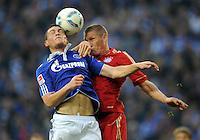 FUSSBALL   1. BUNDESLIGA   SAISON 2011/2012    6. SPIELTAG FC Schalke 04 - FC Bayern Muenchen                       18.09.2011 Kyriakos PAPADOPOULOS (li, Schalke) gegen Bastian SCHWEINSTEIGER (re, Bayern)