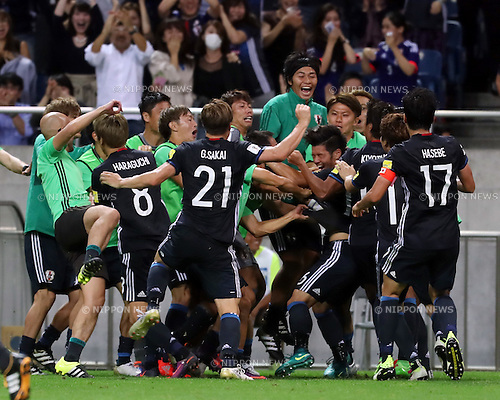 October 6, 2016, Saitama, Japan - Japan's Hotaru Yamaguchi is celebrated from his teammates as he scored a goal during the World Cup 2018 qualifier in Saitama, suburban Tokyo on Thursday, October 6, 2016. Japan defeated Iraq 2-1 in the extra time.  (Photo by Yoshio Tsunoda/AFLO) LWX -ytd-