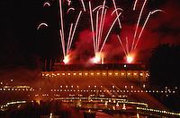 Dänemark, Kopenhagen, Feuerwerk im Vergnügungspark Tivoli