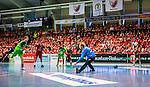 Eskilstuna 2014-05-12 Handboll SM-semifinal 3 Eskilstuna Guif - Alings&aring;s HK :  <br /> Vy &ouml;ver Sporthallen i Eskilstuna under matchen n&auml;r Alings&aring;s Markus Stegefelt skjuter en straff mot Eskilstuna Guif m&aring;lvakt Aron Rafn Edvardsson framf&ouml;r Eskilstuna Guif publik under matchen<br /> (Foto: Kenta J&ouml;nsson) Nyckelord:  Eskilstuna Guif Sporthallen Alings&aring;s AHK SM Semifinal Semi inomhus interi&ouml;r interior supporter fans publik supporters