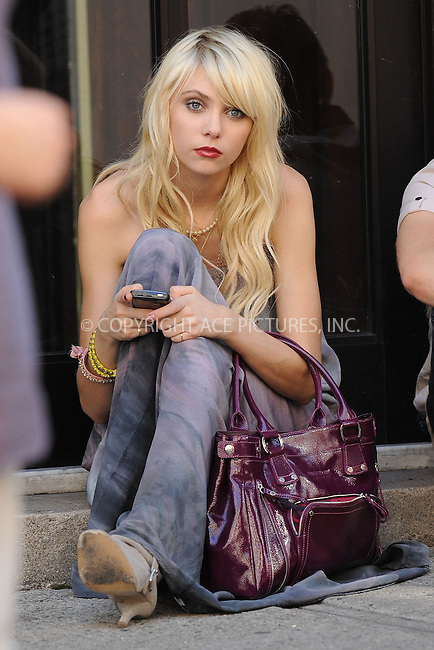 WWW.ACEPIXS.COM . . . . . ....August 11 2009, New York City....Actress Taylor Momsen on the Upper East Side set of the TV show 'Gossip Girl' on August 11 2009 in New York City....Please byline: KRISTIN CALLAHAN - ACEPIXS.COM.. . . . . . ..Ace Pictures, Inc:  ..tel: (212) 243 8787 or (646) 769 0430..e-mail: info@acepixs.com..web: http://www.acepixs.com