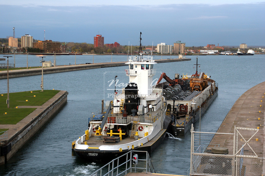 Shipping Locks between Canada and United States