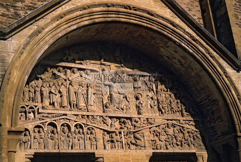 Europe/France/Auvergne/12/Aveyron/Conques: Détail tympan de l'abbatiale Sainte-Foy (XIème)