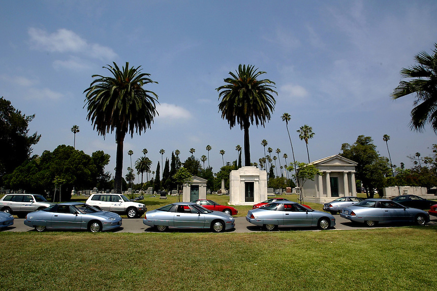 067956.ME.0724.farewell3.kpc--Los Angeles--Hollywood Forever Cemetary--GM's EV 1 Electric Car line up inside the cemetary as owners participate in mock car funeral as the program for electric vehicles is scrapped by the end of summer.