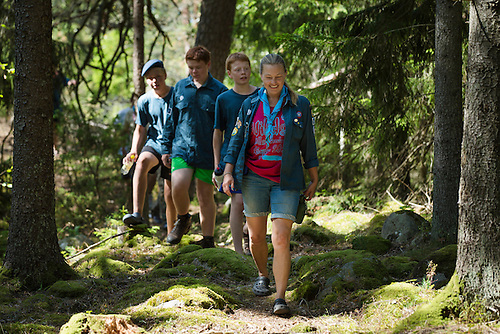 20140806 Vilda-l&auml;ger p&aring; Kragen&auml;s. Foto f&ouml;r Scoutshop.se<br /> scout, scouter, skog, g&aring;, vandra, tr&auml;d