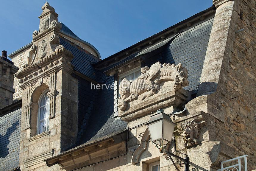 France, Finistère (29), Roscoff, la maison Gaillard,  détail de la façade sculptée // France, Finistere, Roscoff, the Gaillard's house, detail of sculptured facade