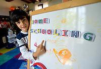 homeschooling, educazione parentale. Thomas alla lavagna