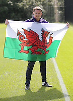 Pictured: Goalkeeping coach Tony Roberts shows his support to the Wales national team Wednesday 06 July 2016<br />