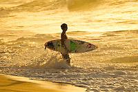 North Shore/Oahu/Hawaii (Monday, November 21, 2011) Gabriel Medina (BRA). – Free surfing at Off The Wall on the  North Shore.. Photo: joliphotos.com