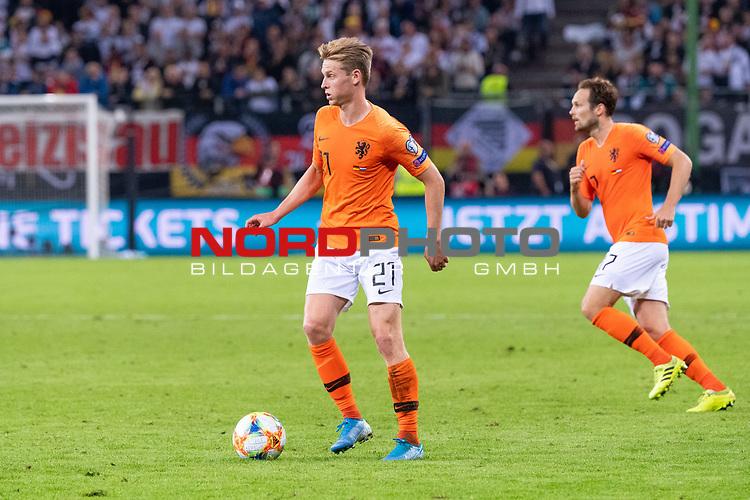 06.09.2019, Volksparkstadion, HAMBURG, GER, EMQ, Deutschland (GER) vs Niederlande (NED)<br /> <br /> DFB REGULATIONS PROHIBIT ANY USE OF PHOTOGRAPHS AS IMAGE SEQUENCES AND/OR QUASI-VIDEO.<br /> <br /> im Bild / picture shows<br /> <br /> <br /> Frenkie DE JONG (Niederlande / NED #21)<br /> während EM Qualifikations-Spiel Deutschland gegen Niederlande  in Hamburg am 07.09.2019, <br /> <br /> Foto © nordphoto / Kokenge