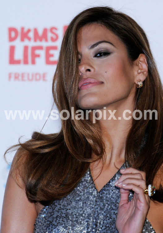 **ALL ROUND PICTURES FROM SOLARPIX.COM**.**SYNDICATION RIGHTS FOR UK AND SPAIN ONLY**.The yellow carpet for the gala Dreamball 2008 in Berlin in Germany..This pic:American actress Eva Mendes..JOB REF:7405-CPR/Clemens Bilan      DATE:18_09_08.**MUST CREDIT SOLARPIX.COM OR DOUBLE FEE WILL BE CHARGED* *UNDER NO CIRCUMSTANCES IS THIS IMAGE TO BE REPRODUCED FOR ANY ONLINE EDITION WITHOUT PRIOR PERMISSION*