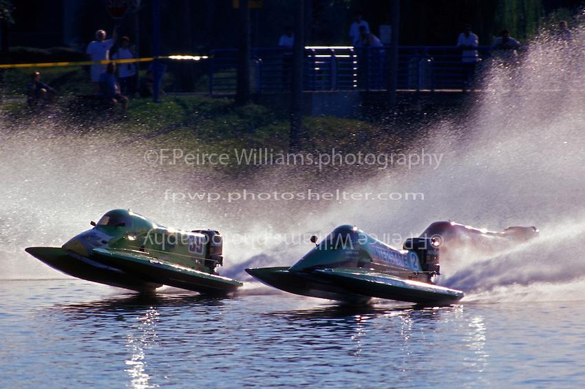 Wyatt Nelson (#39) and Scott Ard (#2) lead the field off the start dock. Altamonte Springs,FL 1998 (SST-120)
