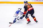 Stockholm 2014-09-17 Ishockey SHL Djurg&aring;rdens IF - Leksands IF :  <br /> Leksands Chris Connolly faller i kamp om pucken med Djurg&aring;rdens Alexander Falk <br /> (Foto: Kenta J&ouml;nsson) Nyckelord:  Djurg&aring;rden DIF Hockey Globen Ericsson Globe Arena SHL Leksand LIF