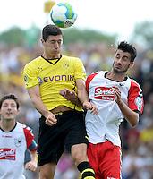 FUSSBALL       DFB POKAL 1. RUNDE        SAISON 2013/2014 SV Wilhelmshaven - Borussia Dortmund    03.08.2013 Robert Lewandwoski (li, Dortmund) gegen David Jahdadic (re, Wilhelmshaven)