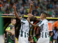 MEDELLÍN -COLOMBIA, 27-09-2015: Orlando Berrio (Izq) jugador de Atlético Nacional celebra un gol anotado a Boyacá Chicó FC durante partido por la fecha 14 de la Liga Aguila I 2015 jugado en el estadio Atanasio Girardot de la ciudad de Medellín./ Orlando Berrio (L) player of Atletico Nacional  celebrates a goal scored to Boyaca Chico FC during the match for the  date 14 of the Aguila League I 2015 at Atanasio Girardot stadium in Medellin city. Photo: VizzorImage/León Monsalve/STR