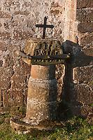 Europe/France/Aquitaine/64/Pyrénées-Atlantiques/Pays-Basque/Mendive: La chapelle Saint-Sauveur d'Iraty, c'était une étape sur le chemin de Saint-Jacques de Compostelle - Un chemin de croix extérieur fait le tour de l'édifice  - Détail d'une croix