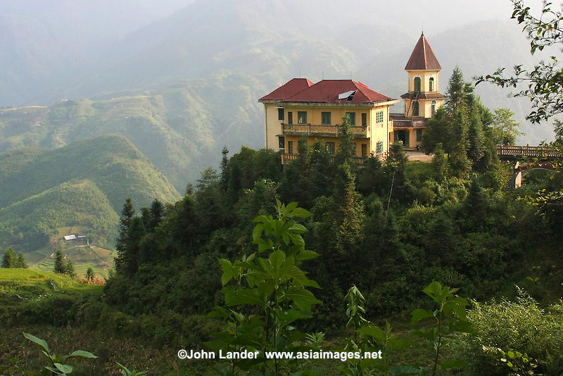 French Colonial Architecture in Sapa - In order to make French colonists feel more at home and to reflect its vision of imperial grandeur, the French colonial government set about rebuilding  Vietnamese towns such as Sapa according to European specifications.