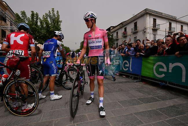 Race leader Bob Jungels (LUX) Quick-Step Floors at sign on before the start of Stage 7 of the 100th edition of the Giro d'Italia 2017, running 224km from Castrovillari to Alberobello, Italy. 12th May 2017.<br /> Picture: LaPresse/Gian Mattia D'Alberto | Cyclefile<br /> <br /> <br /> All photos usage must carry mandatory copyright credit (&copy; Cyclefile | LaPresse/Gian Mattia D'Alberto)