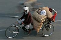 Asie/Inde/Rajasthan/Jaipur: Rickshaw revenant du marché prés porte Tripolia