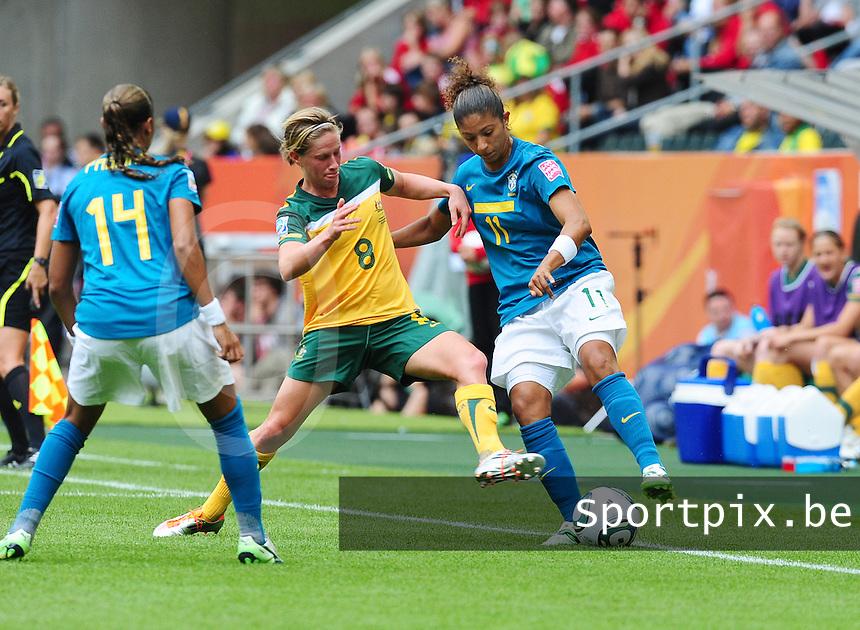 Fifa Women's World Cup Germany 2011 : Brazil - Australia  at Borussia - Park in Munchengladbach : Cristiane aan de bal voor Elise Kellond-Knight en Fabiana (links).foto DAVID CATRY / Vrouwenteam.be