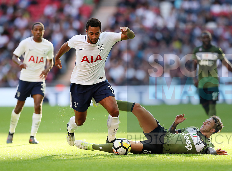 Tottenham's Mousa Dembele tussles with Juventus Federico Bernardeschi during the pre season match at Wembley Stadium, London. Picture date 5th August 2017. Picture credit should read: David Klein/Sportimage