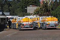 SAO PAULO, SP, 07 MARÇO DE 2012 _ Caminhoes entra na central de abastecimento na Av Presidente Wilson(FOTO: ADRIANO LIMA - BRAZIL PHOTO PRESS)