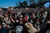 ATENCAO EDITOR IMAGEM EMBARGADA PARA VEICULOS INTERNACIONAIS - BUENOS AIRES, ARGENTINA, 04 OUTUBRO 2012 - ATO AGENTES GUARDA COSTEIRA GREVE -  Agentes da Guarda Costeira realizam ato pedindo aumento salarial em frente à sede da Guarda Costeira Nacional, na região central de Buenos Aires, Argentina, nesta quinta- feira, 04. (PHOTO: PATRICIO MURPHY / BRAZIL PHOTO PRESS).