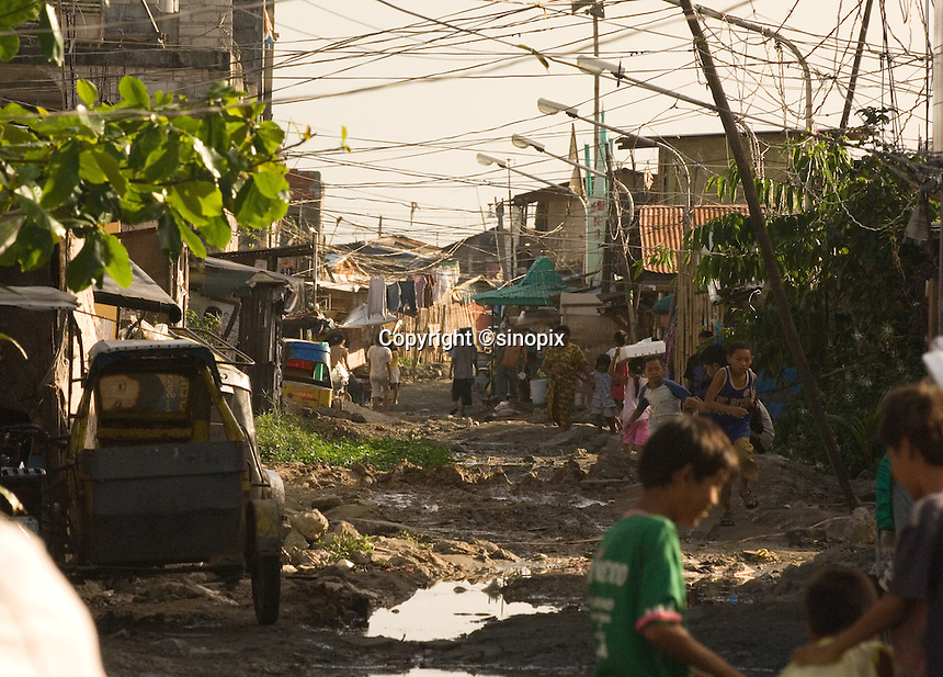 "The Basico port area slum of Manila, the ""kindey market where over 300 men have sold their kidneys.  All recieved between 70,000 -  90,000 pesos (800 - 1030 pounds).  More than 300 have sold their kidneys in this slum of 16,000 people.<br />