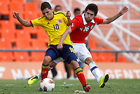 MENDOZA -ARGENTINA- 13-01-2013: Juan Fernando Quintero (Izq.) de Colombia, disputa el balón con Cesar Fuentes (Der.) de Chile, durante partido entre los seleccionados de Colombia y Chile en el estadio Las Malvinas de Mendoza Argentina,  enero  13 de 2013. Colombia perdió dos goles a uno con Chile en partido por el Suramericano Sub 20 del grupo A, clasificatorio al mundial en Turquia. Juan Fernando Quintero (L) from Colombia, fights for the ball with con Cesar Fuentes (R) from Chile, during the match between Colombia and Chile in the stadium The Falklands in Mendoza, Argentina, on 13 January 2013. Colombia lost two goals to one with Chile in South American game for the Under 20 group A, qualifying to Turkey world cup.  (Photo: Photosport/Photogamma / VizzorImage).
