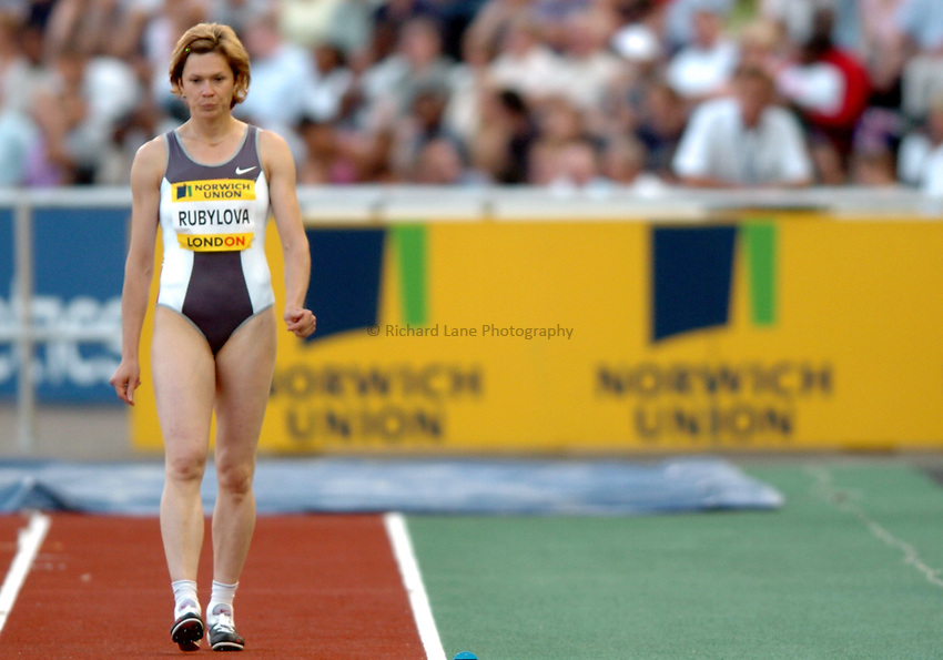 Photo. Henry Browne..Norwich Union London Grand Prix Athletics at Crystal Palace. 30/07/2004..Womens Long Jump..Olga Rubylova about to start her run up.