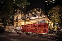 SÃO PAULO,SP, 12.07.2016 - PROTESTO-SP - Aprendizes das Fábricas de Cultura, realizam protesto na Casa das Rosas na Avenida Paulista, contra as demissões em massa realizadas pela POESIS (Organização Social ligada a Secretaria do Estado da Cultura do Estado de São Paulo) nesta terça-feira,12. (Foto: Rogério Gomes/Brazil Photo Press)