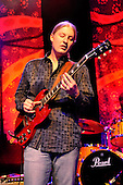 Apr 22, 2009: DEREK TRUCKS - Empire Shepherds Bush London