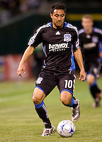 18 April 2009: Arturo Alvarez of the Earthquakes in action during the game against Los Angeles Galaxy at Oakland-Alameda County Coliseum in Oakland, California.   Earthquakes and Galaxy are tied 1-1.