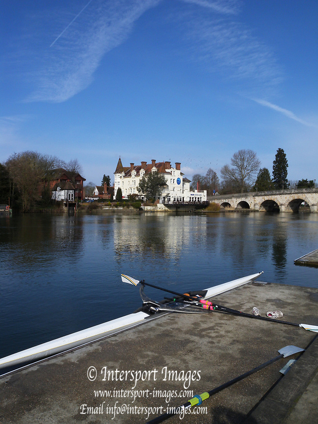 Maidenhead, Berkshire. UK, Blue River Cafe. Maidenhead Bridge. view from Maidenhead Rowing Club  Sunday  21/03/2010 [Mandatory Credit; Peter Spurrier/Intersport-images]