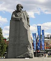 Karl-Marx-Statue auf dem Theaterplatz heißt die WM-Besucher willkommen - 20.06.2018: Sightseeing Moskau
