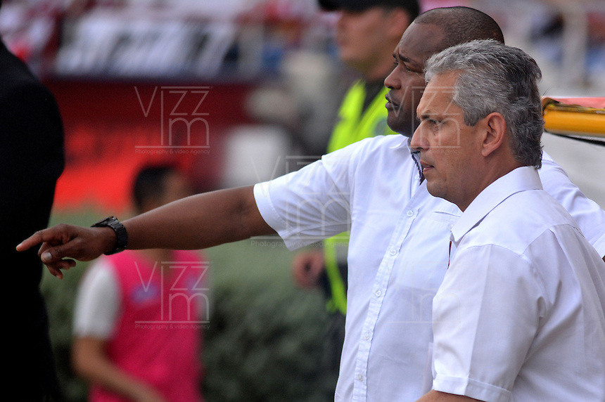 BARRANQUIILLA -COLOMBIA-09-04-2016: Reinaldo Rueda técnico de Atlético Nacional gesticula durante partido con Atlético Junior por la fecha 12 de la Liga Águila I 2016 jugado en el estadio Metropolitano Roberto Meléndez de la ciudad de Barranquilla./ Reinaldo Rueda coach of Atletico Nacional gestures during match against Atletico Junior for the date 12 of the Aguila League I 2016 played at Metropolitano Roberto Melendez stadium in Barranquilla city.  Photo: VizzorImage/ Alfonso Cervantes /Cont