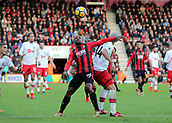 3rd December 2017, Vitality Stadium, Bournemouth, England; EPL Premier League football, Bournemouth versus Southampton; Jermain Defoe of Bournemouth and Oriol Romeu of Southampton battle for possession